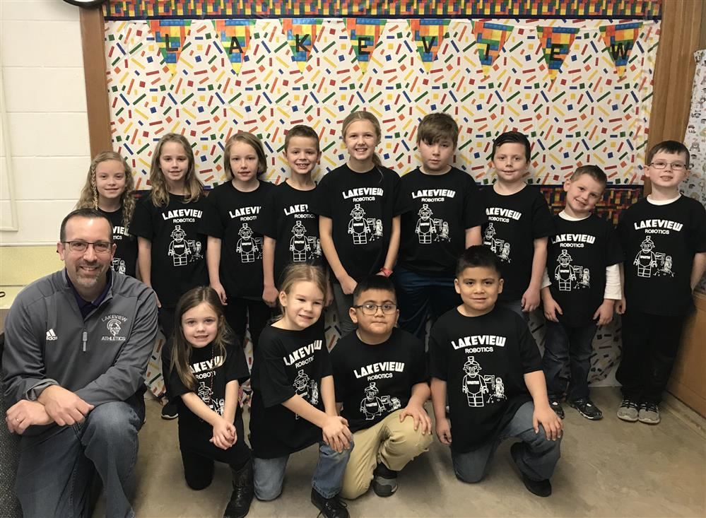 Riverside Elementary Robotics Club members pose with Lakeview Superintendent Blake Prewitt.
